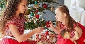 Etats-Unis: une petite fille trisomique pose dans le célèbre catalogue de jouets American Girl
